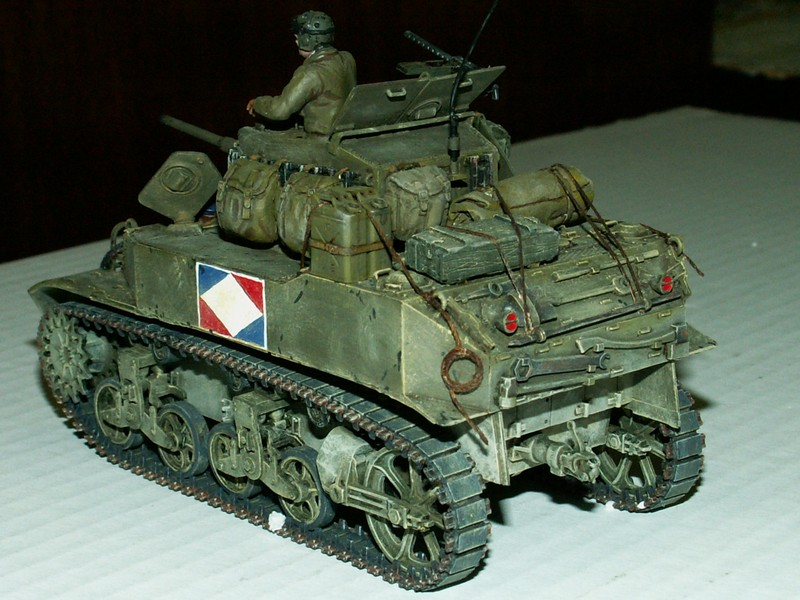 US light tank M5A1 Tamiya - Willys Jeep with trailer Italeri les deux au 1/35e Combat12