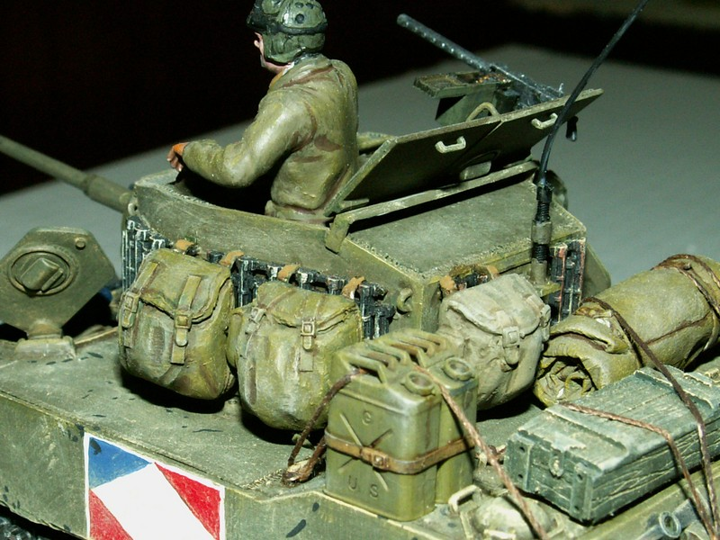 US light tank M5A1 Tamiya - Willys Jeep with trailer Italeri les deux au 1/35e Combat13