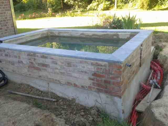 Création, construction de mon bassin Béton, pierres bleu , briques 20130810
