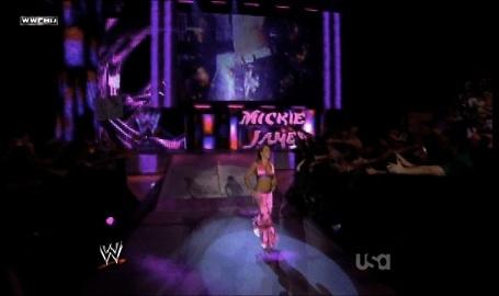 >> Mickie veux un match pour le rumble 09610