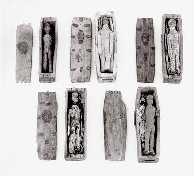 Cercueils, Figurines et Ecosses… Untitl11