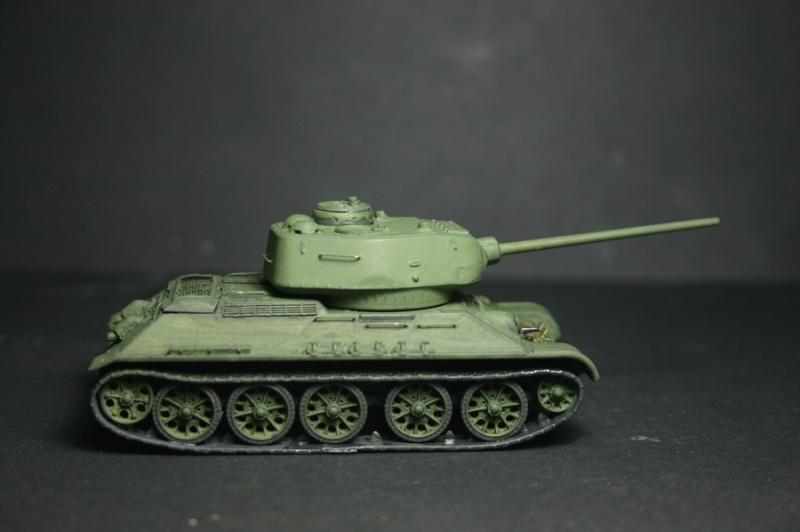 """T 34/85 """"  berlin la fin """" ( dragon 1/35eme et PE ) T34-8510"""