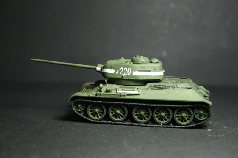 "T 34/85 ""  berlin la fin "" ( dragon 1/35eme et PE ) - Page 5 T34-8511"