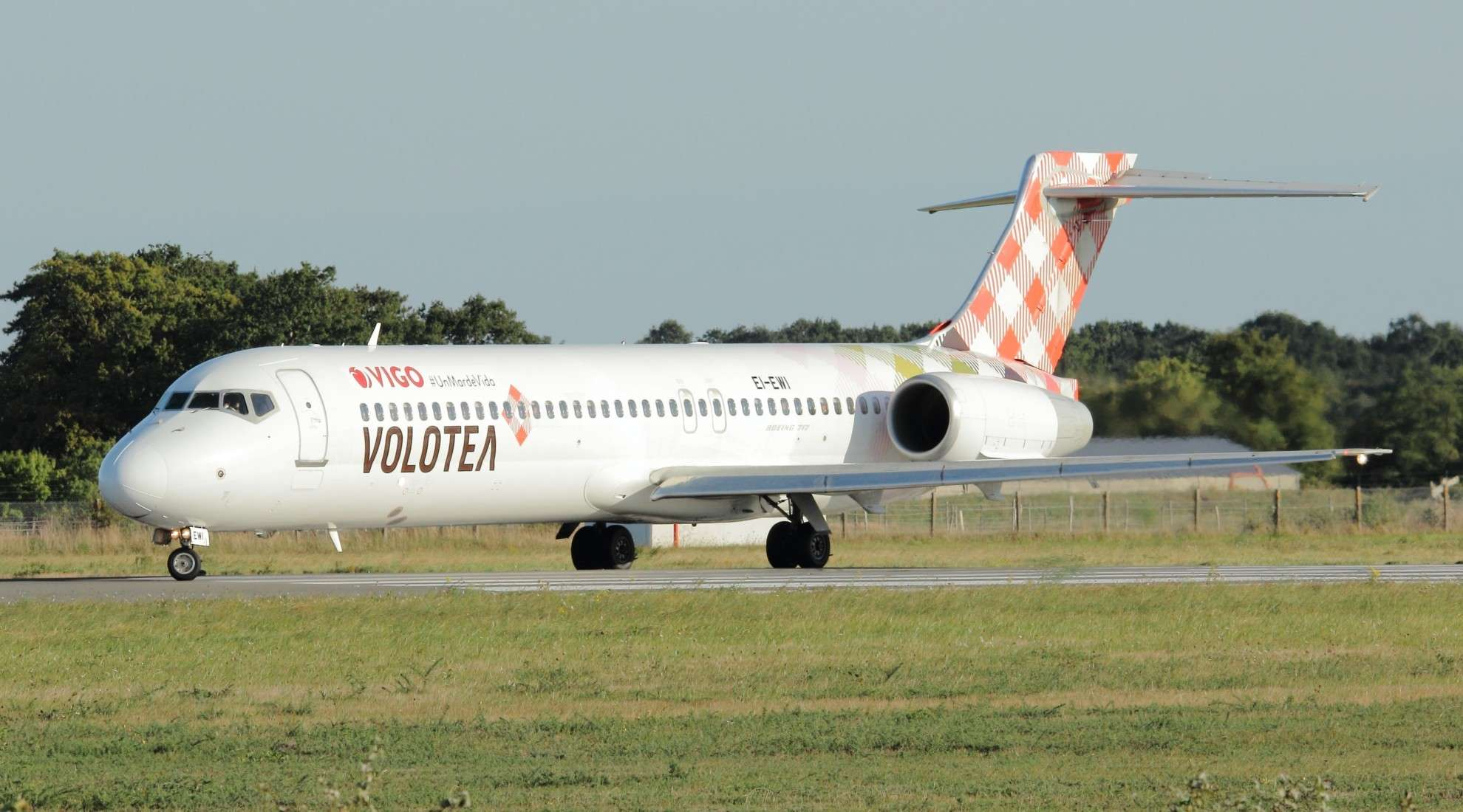 [18/09/2014] Boeing B717 (EI-EWI) Volotea: VIGO #UnMardeVida! Nantes81