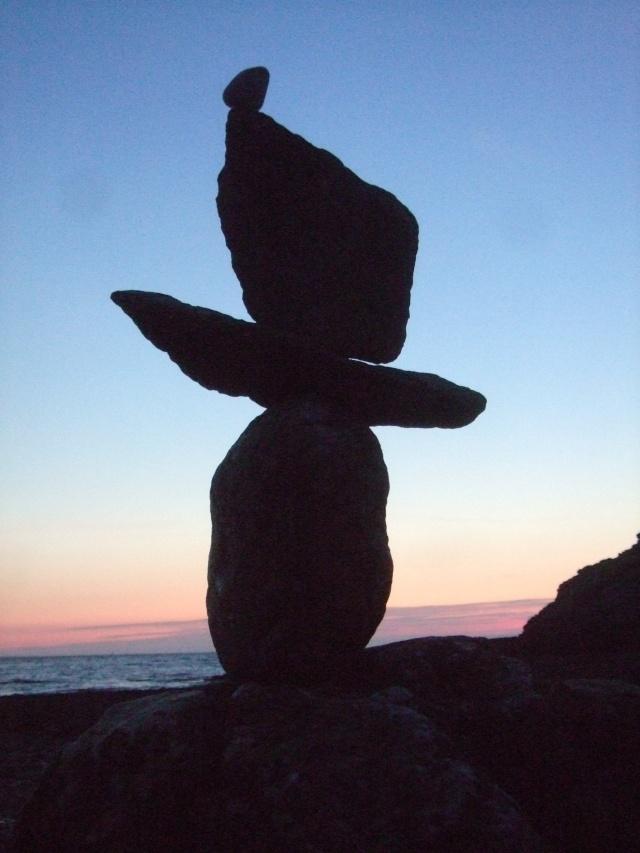 Empilements de pierres ou cairns contemporains  Dscf4611