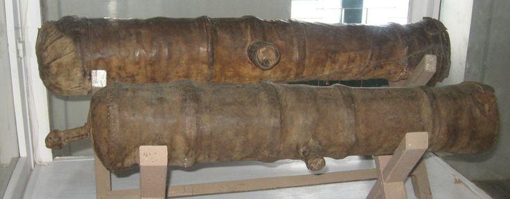 les canons en bois et en cuir Canon_11