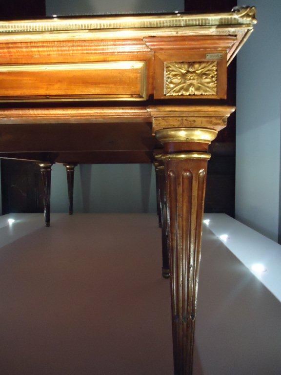 Le 18e aux sources du design, chefs d'oeuvre du mobilier - Page 3 Dsc00422