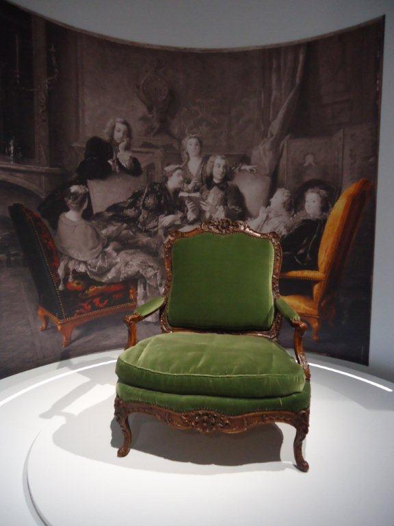 Le 18e aux sources du design, chefs d'oeuvre du mobilier - Page 3 Dsc00423