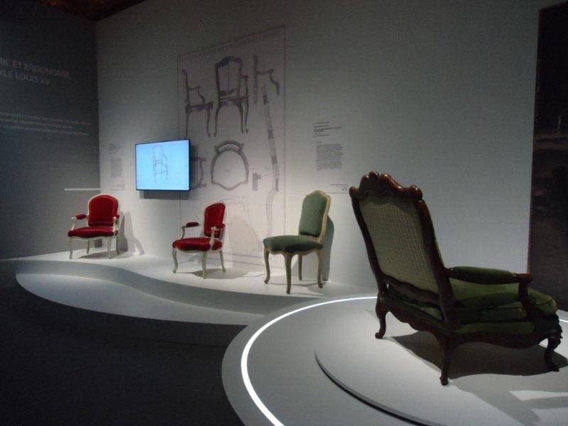 Le 18e aux sources du design, chefs d'oeuvre du mobilier - Page 4 Dsc00427