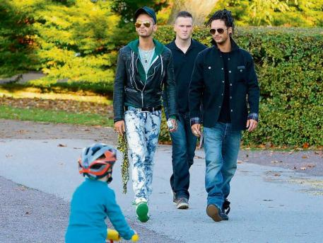 [Net/Allemagne/Octobre 2012] - Bild.de Hier bummeln Tokio Hotel zum DSDS -Casting 3h343_10