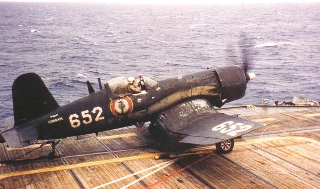 [Les anciens avions de l'aéro] F4 U7 Corsair 2410