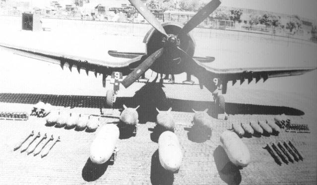 [Les anciens avions de l'aéro] F4 U7 Corsair - Page 2 Sdf10