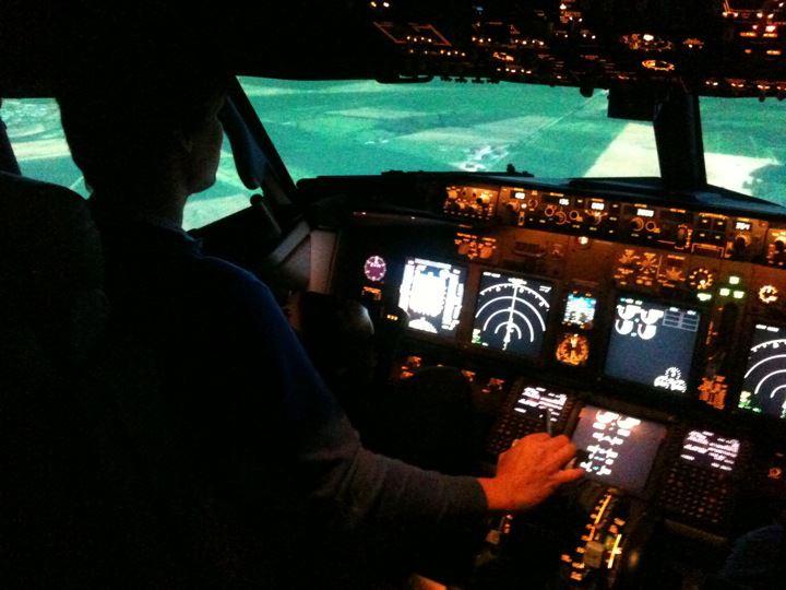 Full Flight Simulators Installation Timelapse 30402810