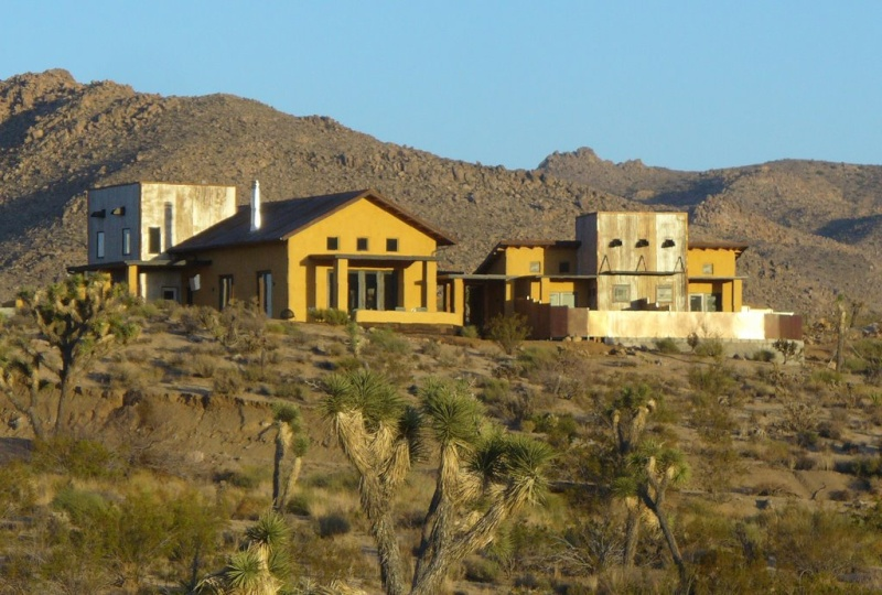 Sacred Sands B & B : une construction en paille dans le Far West 10424810