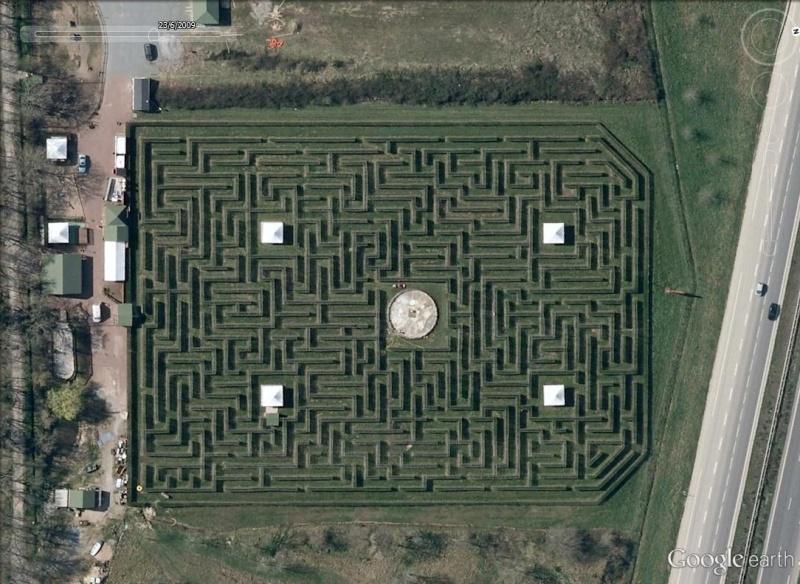 Les labyrinthes découverts dans Google Earth Boug10