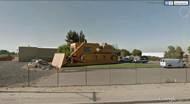 Bureaux en forme de bulldozzer à Turlock, Californie - Etats-Unis Caterp10