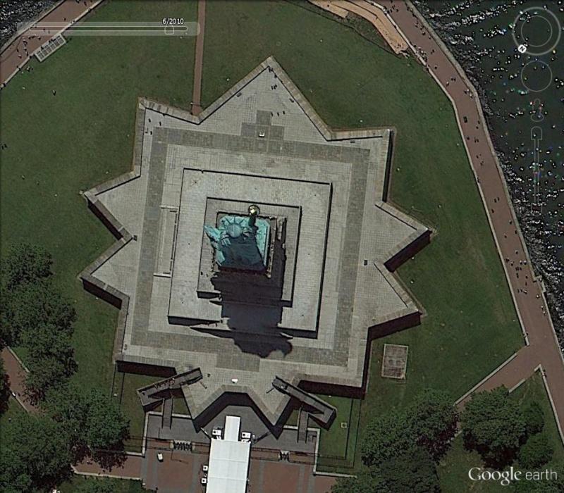 Statue de la Liberté = les répliques découvertes grâce à Google Earth Ny_lib10