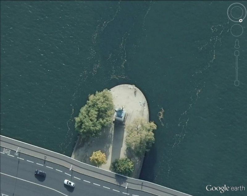Statue de la Liberté = les répliques découvertes grâce à Google Earth Paris_10