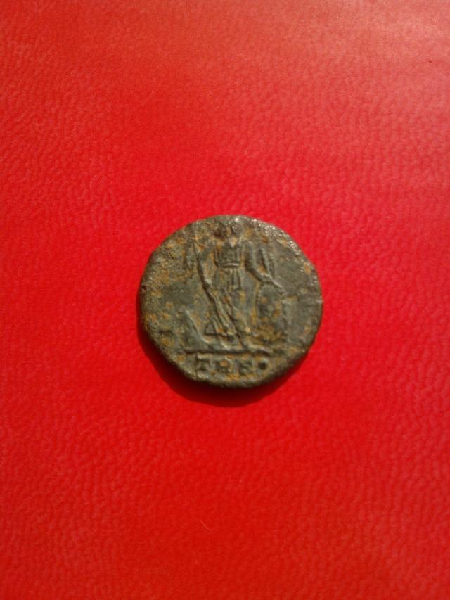 commémorative Constantinople, émise à Trèves sous Constantin Wp_00211