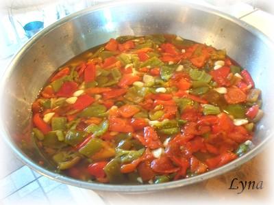 Poivrons grillés marinés et ail   Poivro11