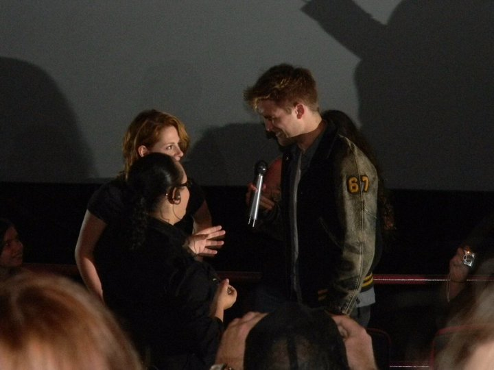 Kristen and Rob surprise fans at Eclipse screening 34053_10