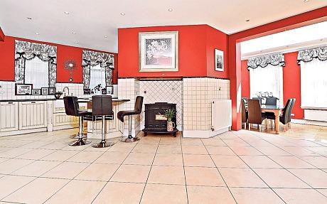 Une des anciennes maisons de Kate Bush est à vendre !  Katebu11
