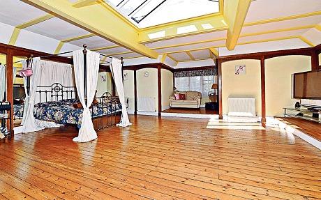 Une des anciennes maisons de Kate Bush est à vendre !  Katebu12