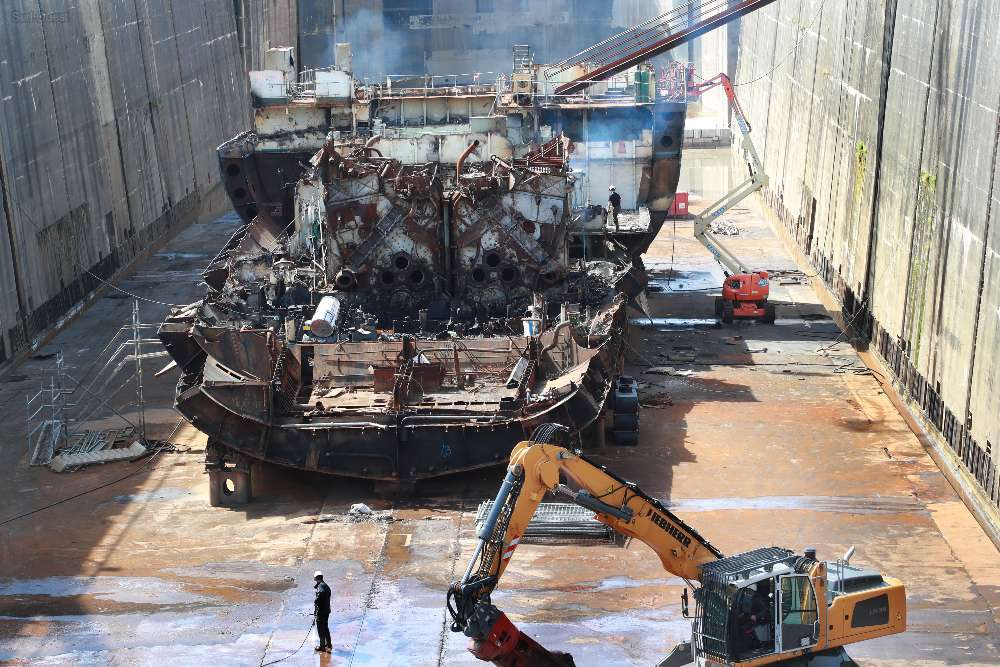 [Autre sujet Marine Nationale] Démantèlement, déconstruction des navires - TOME 2 - Page 38 Demant10