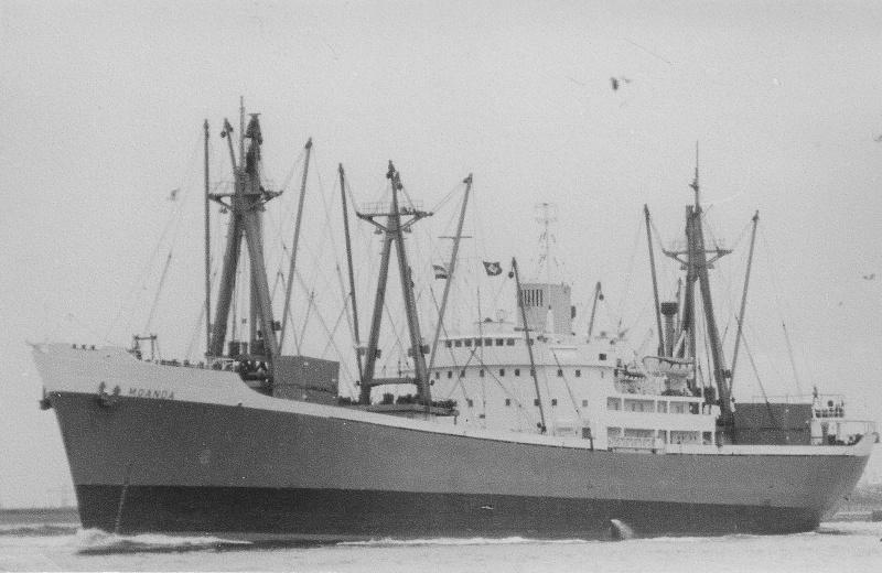 les premiers porte-containers belges Moanda10