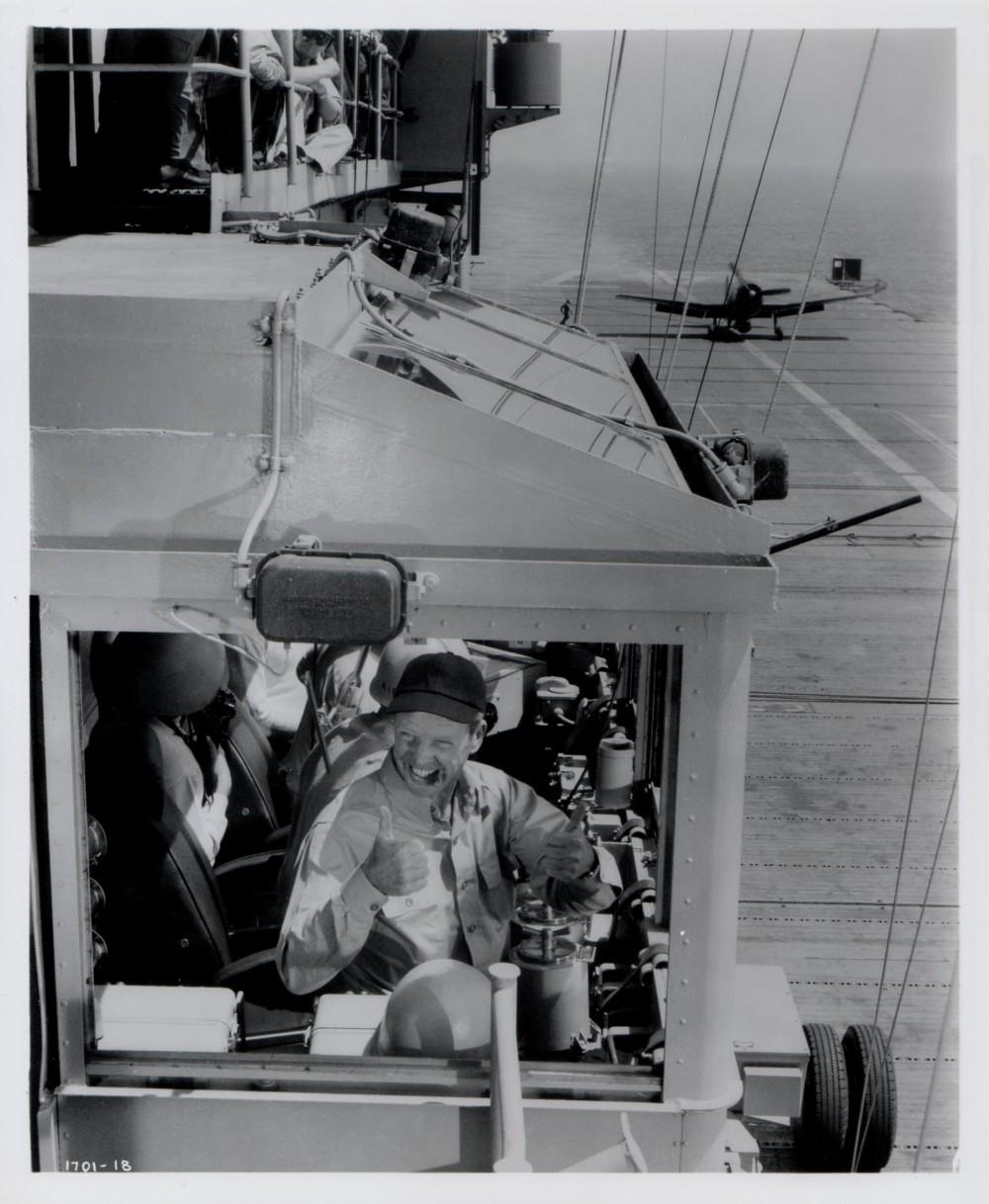 L'Aigle Vole au Soleil  - The Wings of Eagles - 1957 - Page 2 Photo309