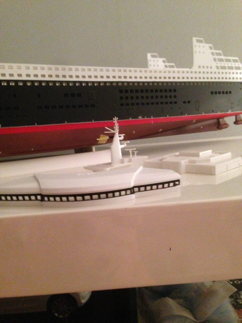 construction du queen mary 2 au 1/400 de chez revell Img_0623