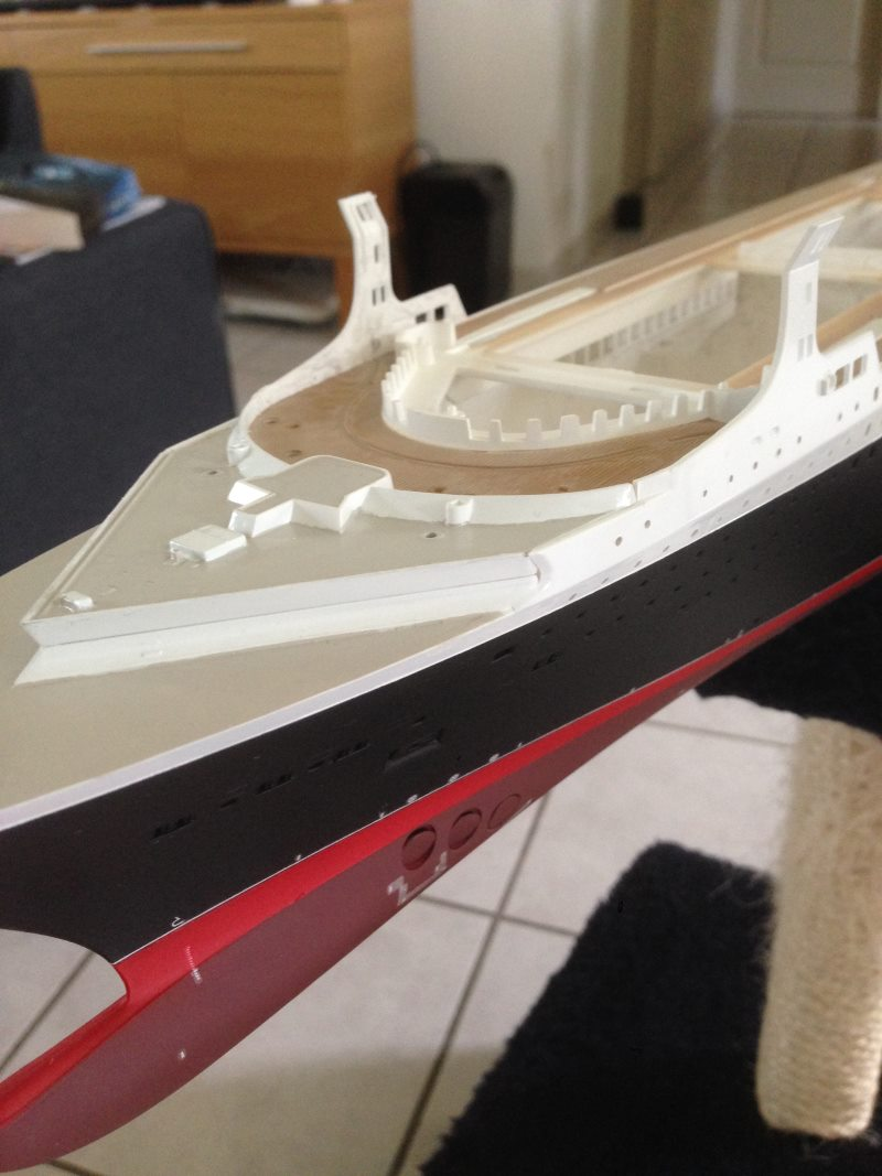 construction du queen mary 2 au 1/400 de chez revell - Page 4 Img_0739