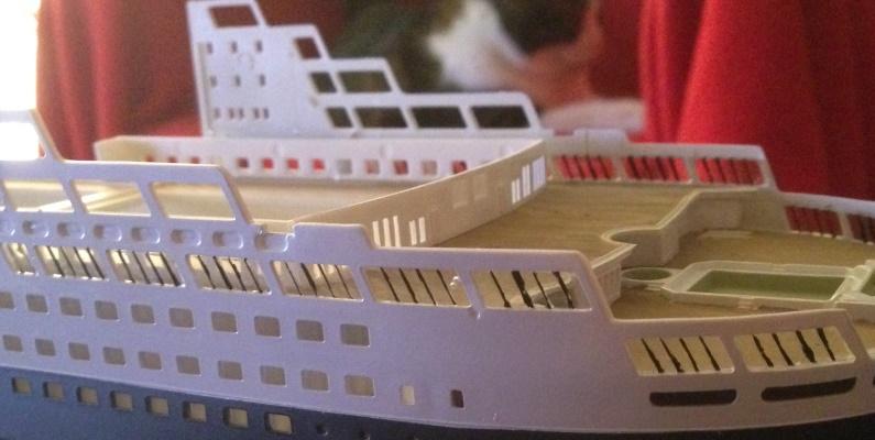 construction du queen mary 2 au 1/400 de chez revell - Page 4 Img_0757