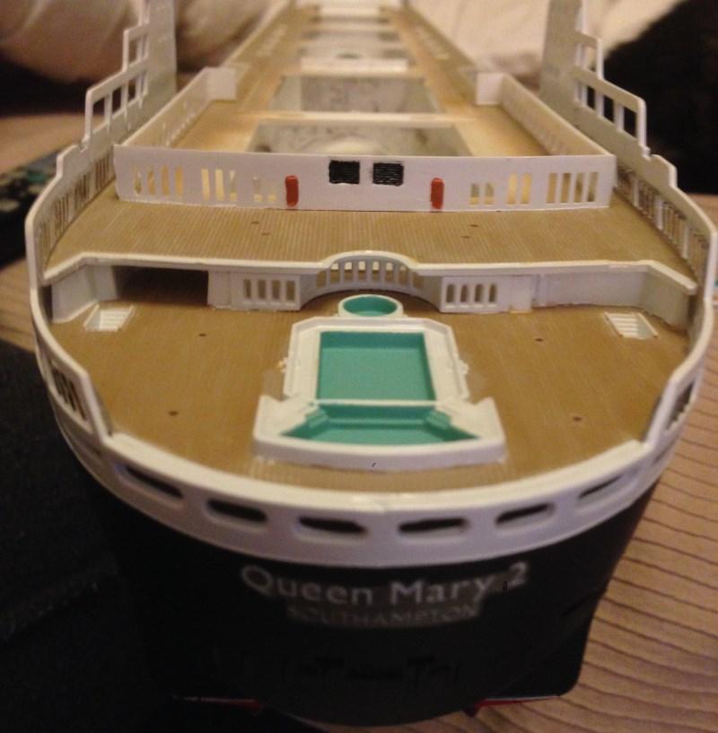 construction du queen mary 2 au 1/400 de chez revell - Page 6 Img_0831