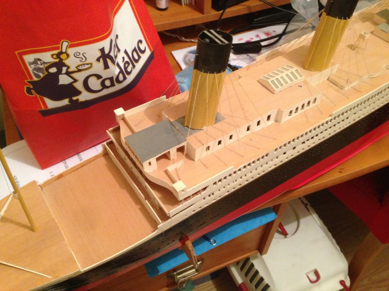 construction du queen mary 2 au 1/400 de chez revell - Page 6 Img_0833