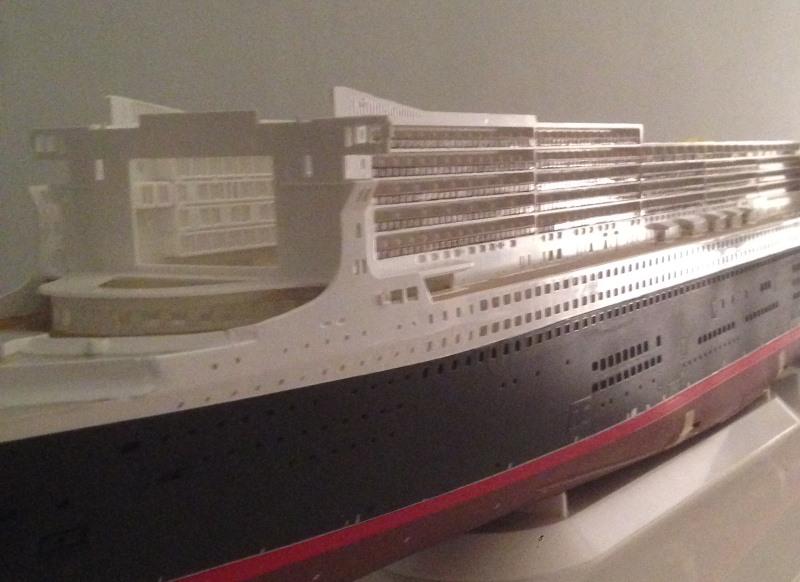 construction du queen mary 2 au 1/400 de chez revell - Page 6 Img_0850
