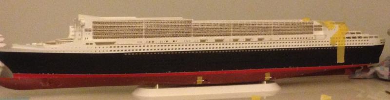 construction du queen mary 2 au 1/400 de chez revell - Page 6 Img_0852