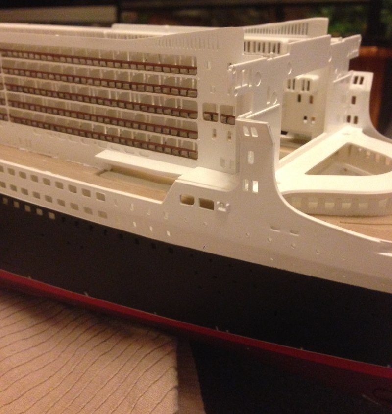 construction du queen mary 2 au 1/400 de chez revell - Page 6 Img_0853