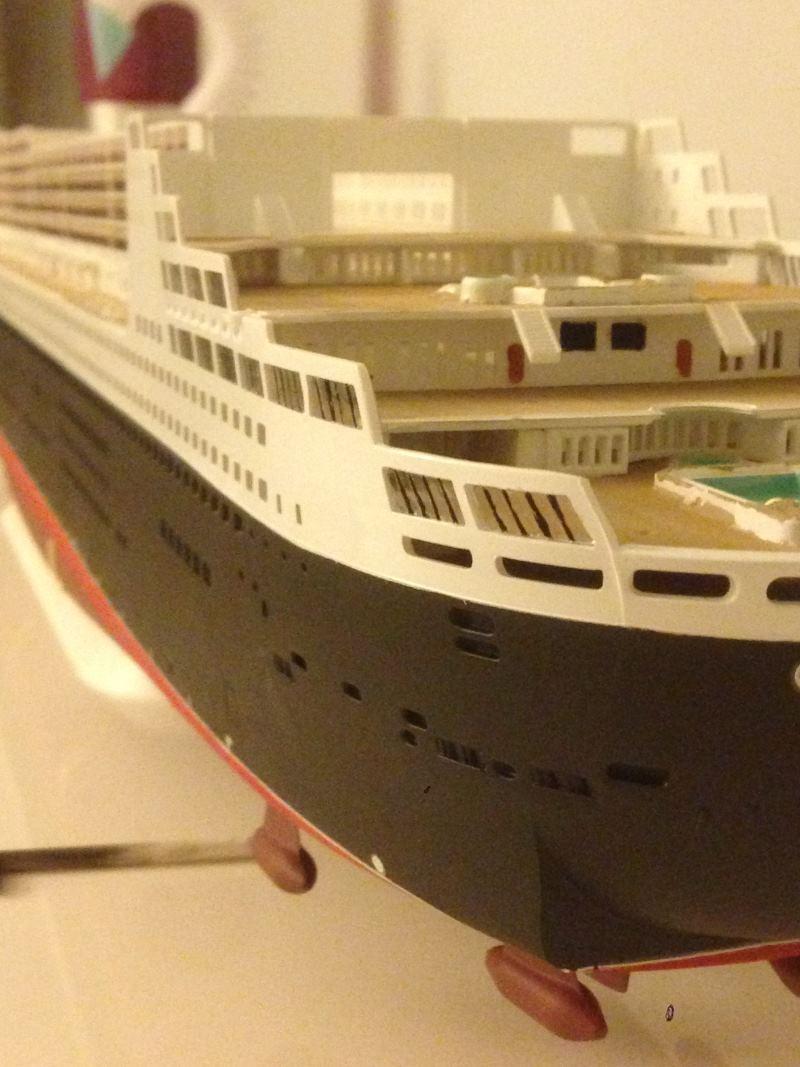 construction du queen mary 2 au 1/400 de chez revell - Page 6 Img_0858