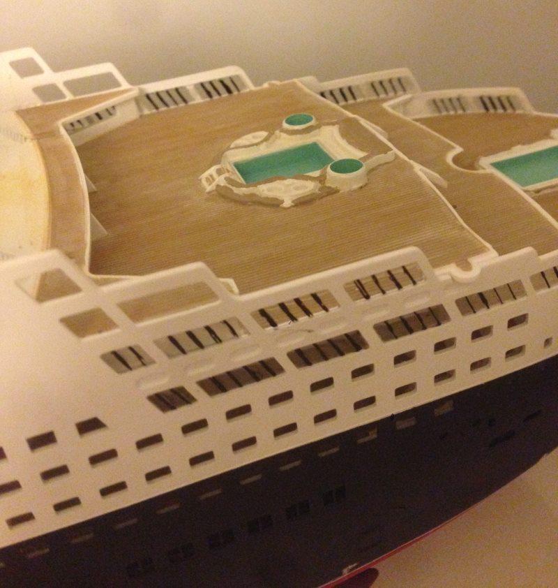 construction du queen mary 2 au 1/400 de chez revell - Page 6 Img_0859
