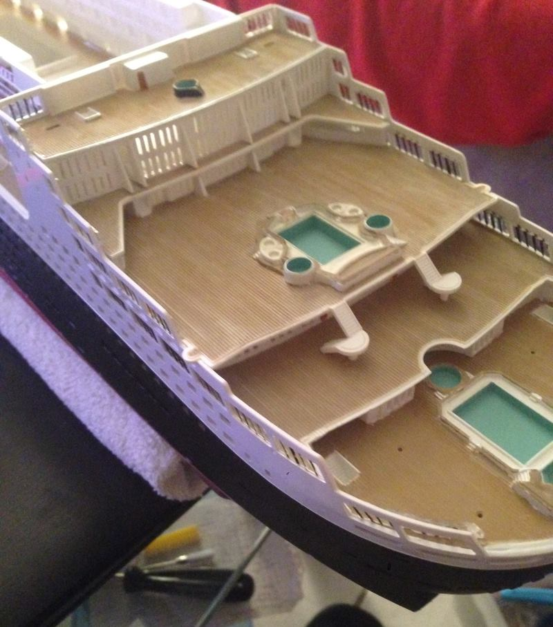 construction du queen mary 2 au 1/400 de chez revell - Page 6 Img_0870