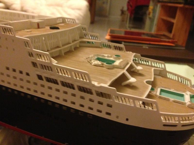construction du queen mary 2 au 1/400 de chez revell - Page 6 Img_0872