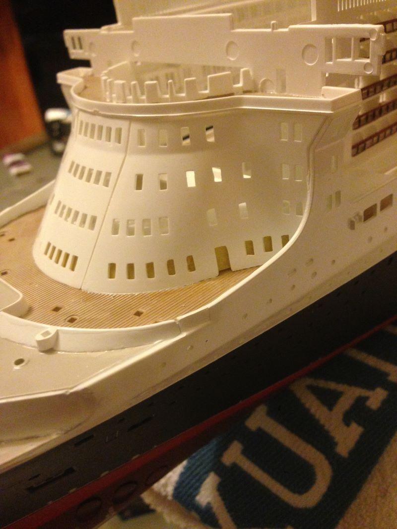 construction du queen mary 2 au 1/400 de chez revell - Page 6 Img_0878