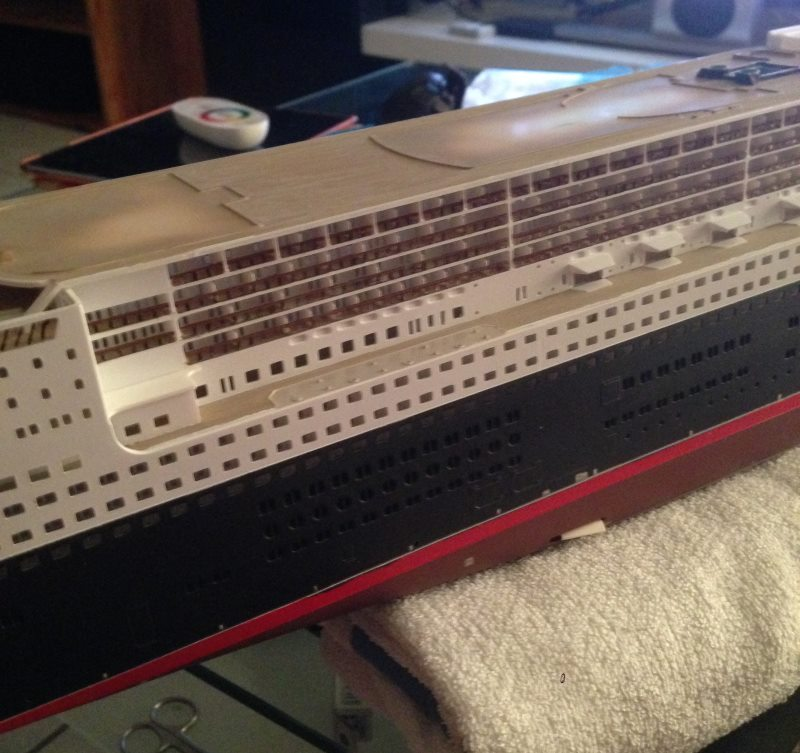 construction du queen mary 2 au 1/400 de chez revell - Page 7 Img_0924