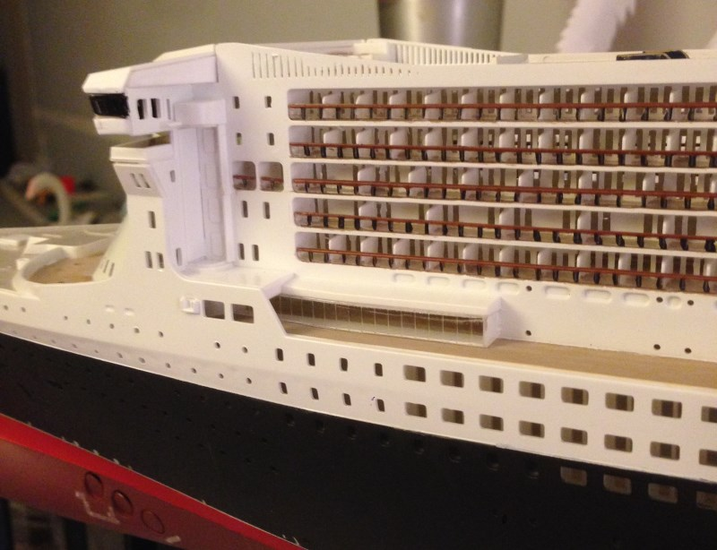construction du queen mary 2 au 1/400 de chez revell - Page 7 Img_0930