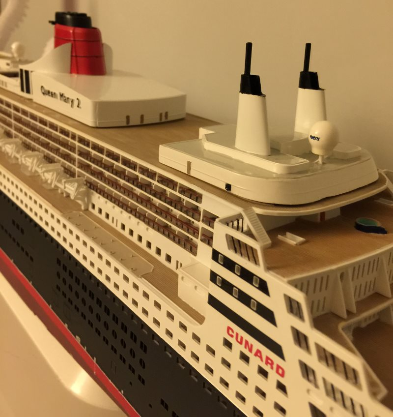 construction du queen mary 2 au 1/400 de chez revell - Page 9 Img_1028