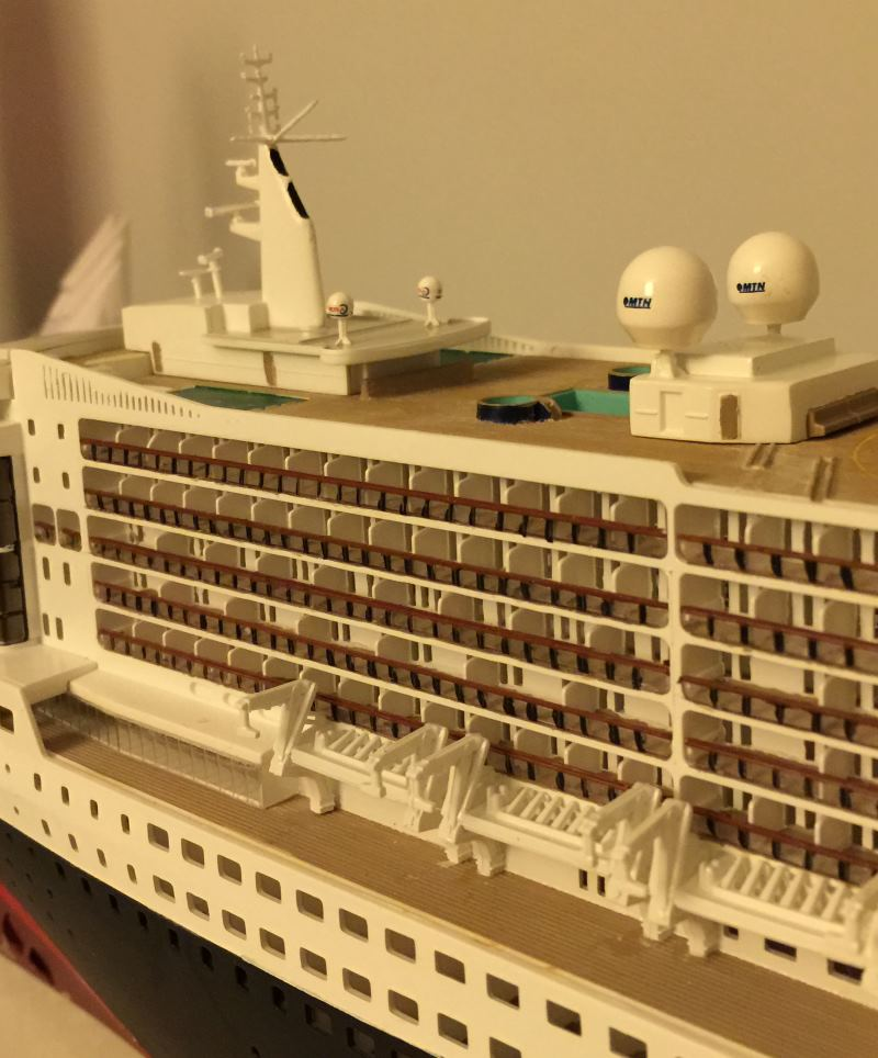 construction du queen mary 2 au 1/400 de chez revell - Page 9 Img_1029