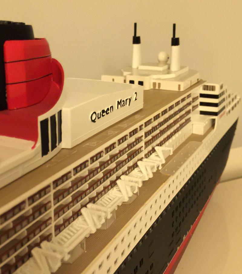 construction du queen mary 2 au 1/400 de chez revell - Page 9 Img_1034