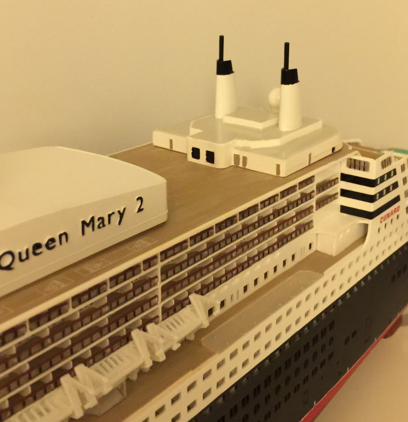 construction du queen mary 2 au 1/400 de chez revell - Page 9 Img_1038