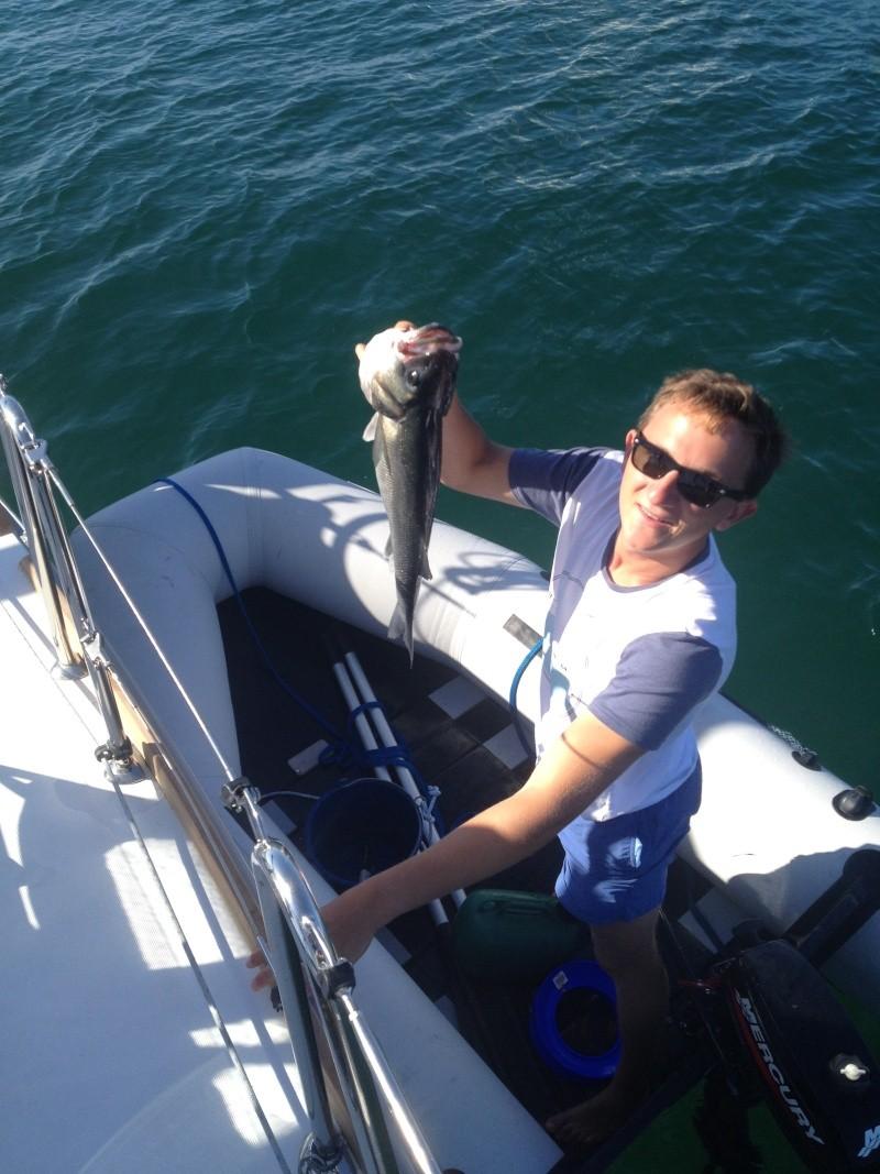 pêche une fois ancré dans une crique bien tranquilement  Img_1620